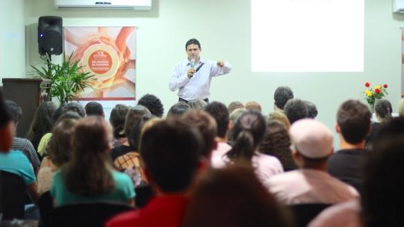 """Palestra: """"Educação na Grécia"""" com professor Leandro Aguiar"""